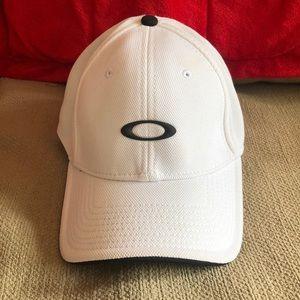 Oakley Flex-fit hat.  Size S/M.
